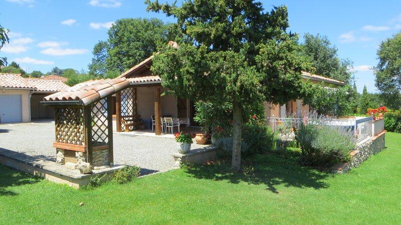 Maison indépendante avec grand jardin. Beaulieu, holiday rental in Estancarbon