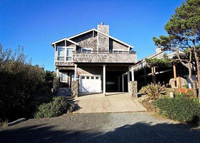 SPINDRIFT HIDEAWAY~MCA 1686 ~Luxurious premier townhome 1/2 block from beach!, location de vacances à Wheeler