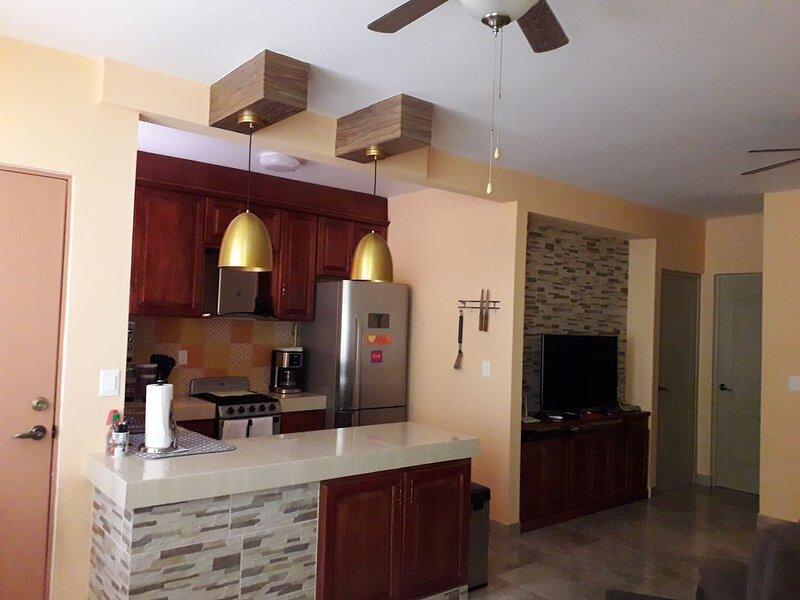 Villa Elena Entire Home in Puerto Morelos, Close to Beach and Cancun Airport, holiday rental in Joaquín Zetina Gasca