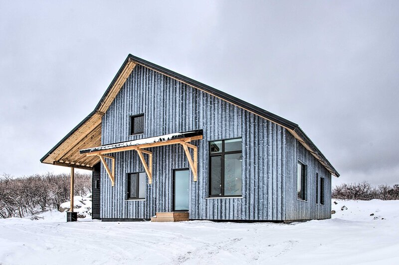 NEW! Modern Home < ½ Mile to Powderhorn Mtn Resort, holiday rental in Cedaredge