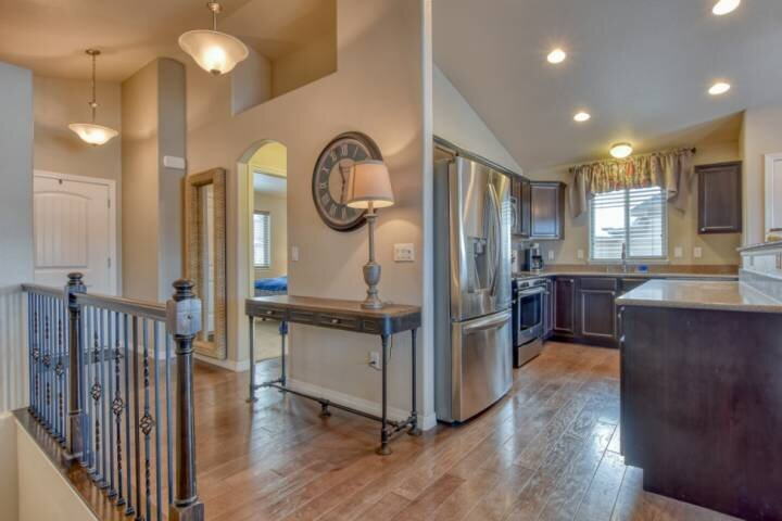 Amazing modern home in great location with views of the Front Range mountains an, location de vacances à Monument