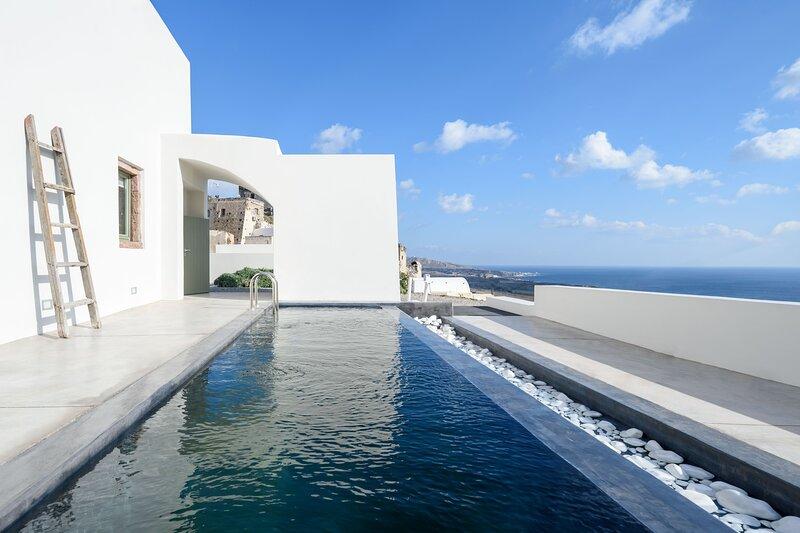 Villa di Capo - Old Winery Villa Antonis with Private Pool, location de vacances à Akrotiri