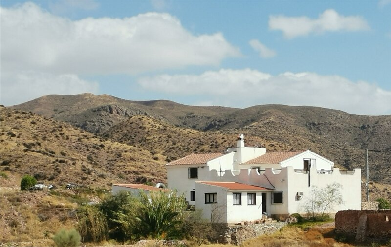 Captivating 1-Bed Apartment in Arboleas, holiday rental in Arboleas