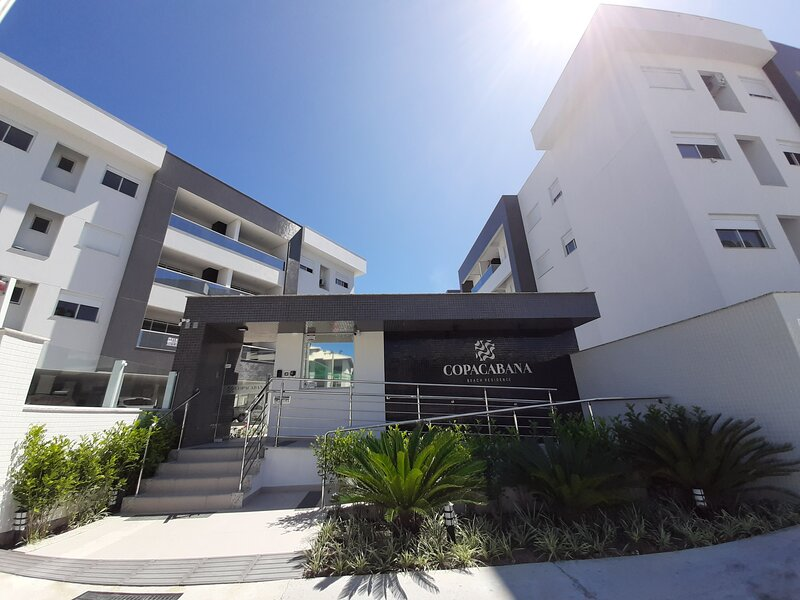 Apartamento Novo Pertinho do Mar -  Copacabana Beach Residence, location de vacances à Ingleses