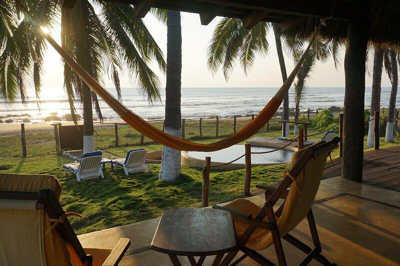 Beachside Palapa in Majahua beach, Ixtapa region, holiday rental in Troncones