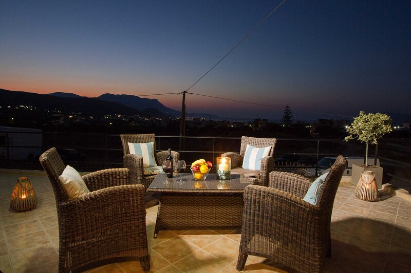 Mike's Apartment I Luxury above the sea, holiday rental in Kallergiana