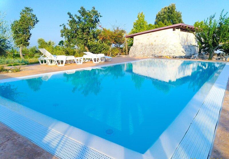 Trullo Rosa Blu - Ostuni, holiday rental in Chiobbica