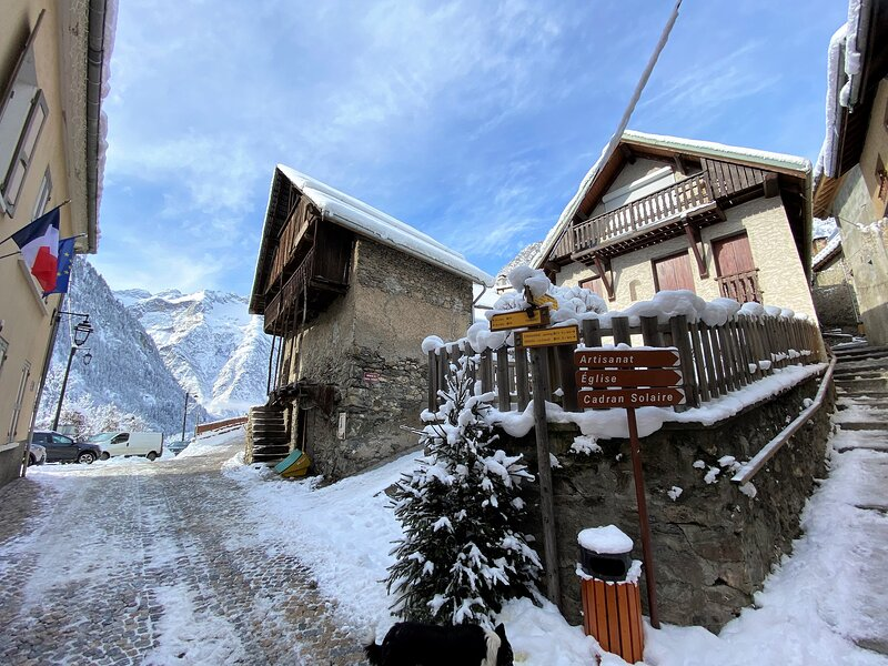 Chalet Pitu - Luxury Accommodation - SUPER SPRING CHILL OUT SPECIAL €190 P/NIGHT, holiday rental in Saint-Christophe-en-Oisans