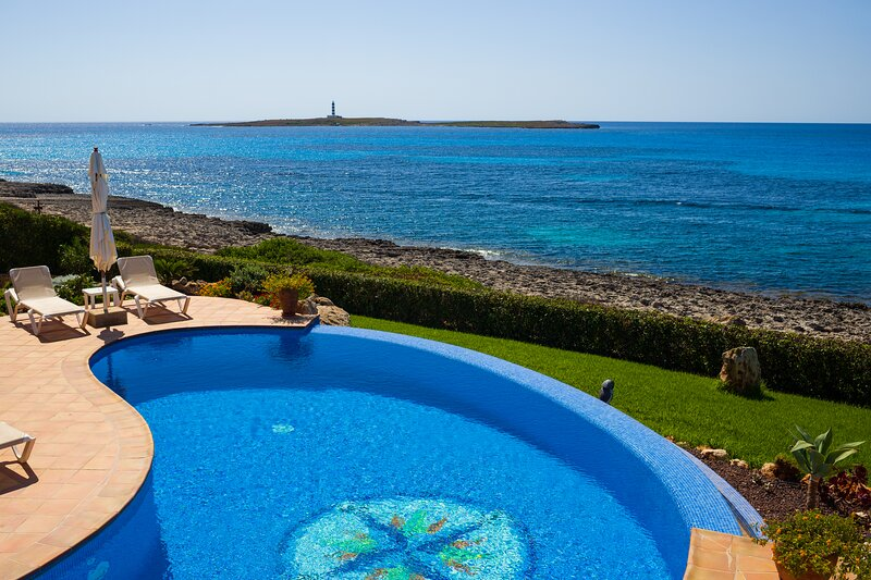 Camera LUNA -CASA MILOS B&B Minorca- villa sul mare con piscina, holiday rental in Biniancolla