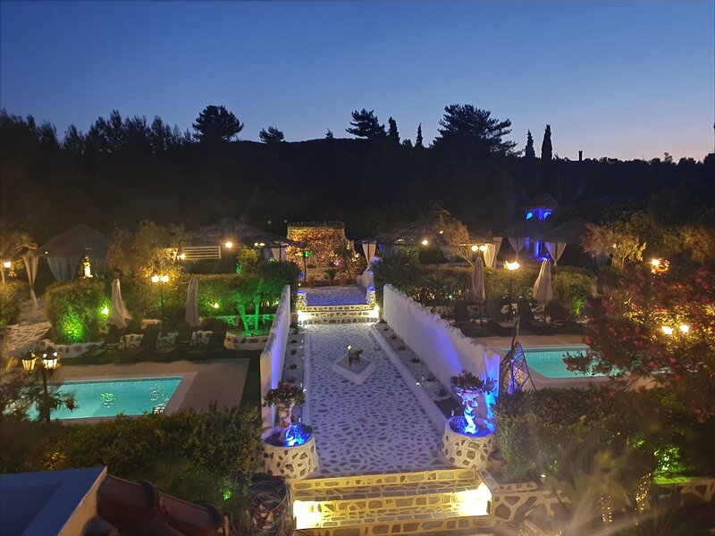 Nicole Deluxe Villa with Private pool, holiday rental in Asgourou