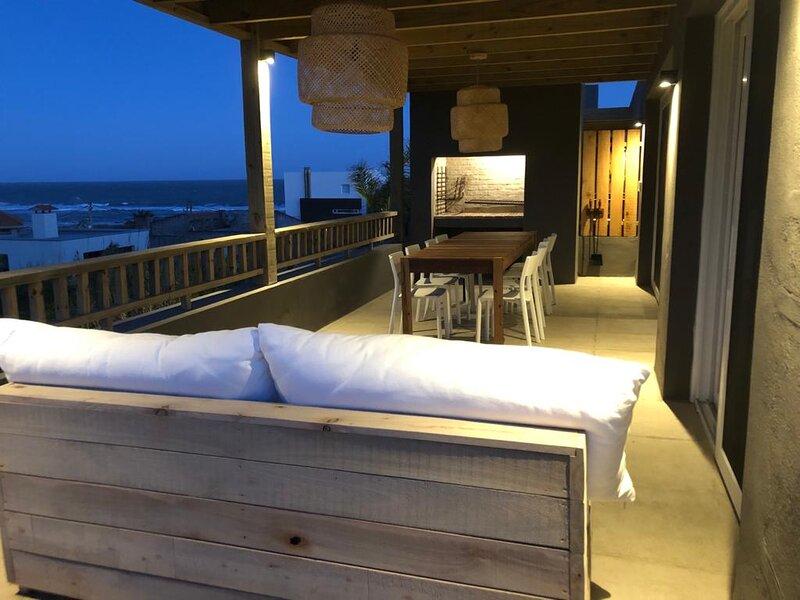 Terraza con parrilero casa mar