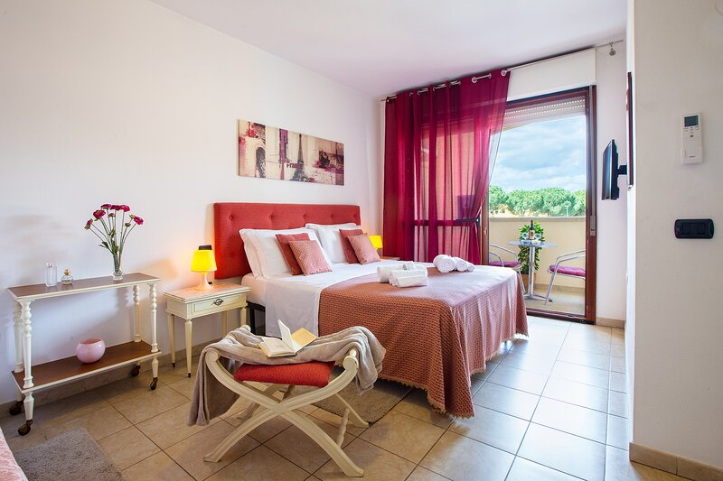 Scarlet room: nice room near the airport and 15 min from Poetto Beach!, vacation rental in Dolianova