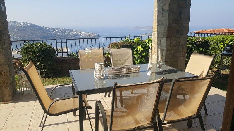White Golden Sunset villa Li, alquiler de vacaciones en Yalikavak