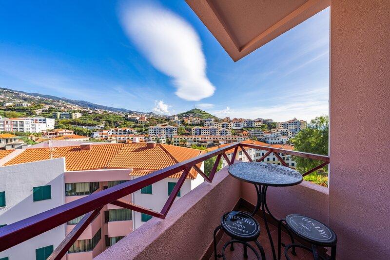 Serrado do Mar 3 bedroom apartment, holiday rental in Estreito de Camara de Lobos