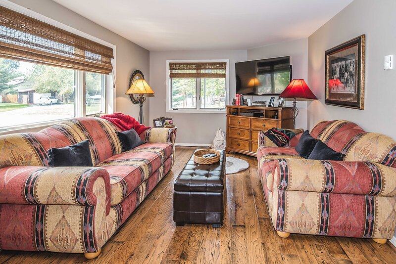 NEW! Red Lodge Mountain Home, 7 Miles to Ski Area!, holiday rental in Clark