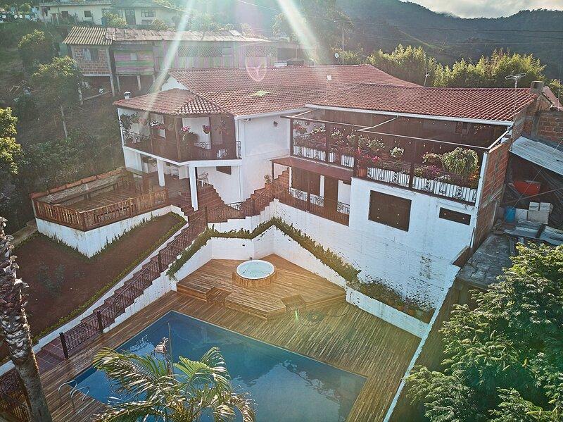 Castillo La Paz Cali, cerca a Dapa, alquiler de vacaciones en Cali