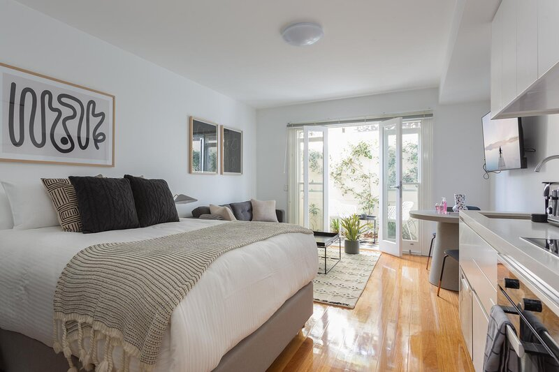 Boutique Studio Apartment in Heritage Home, holiday rental in Stanmore