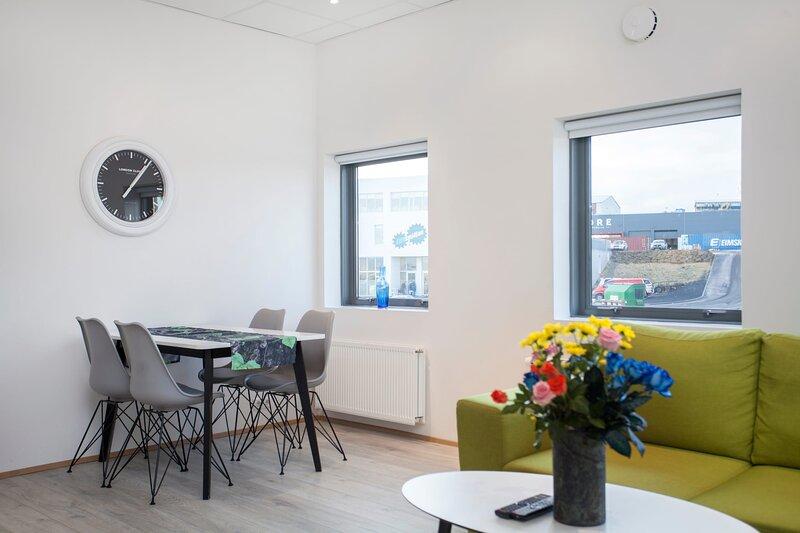 Blue Mountain Apartment- Family Studio, holiday rental in Kopavogur
