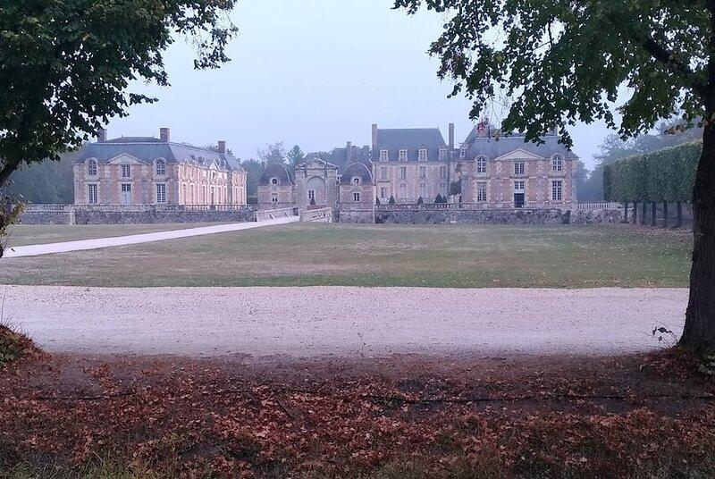 F2 au pied du château et 15mn center parc, holiday rental in Ligny-le-Ribault