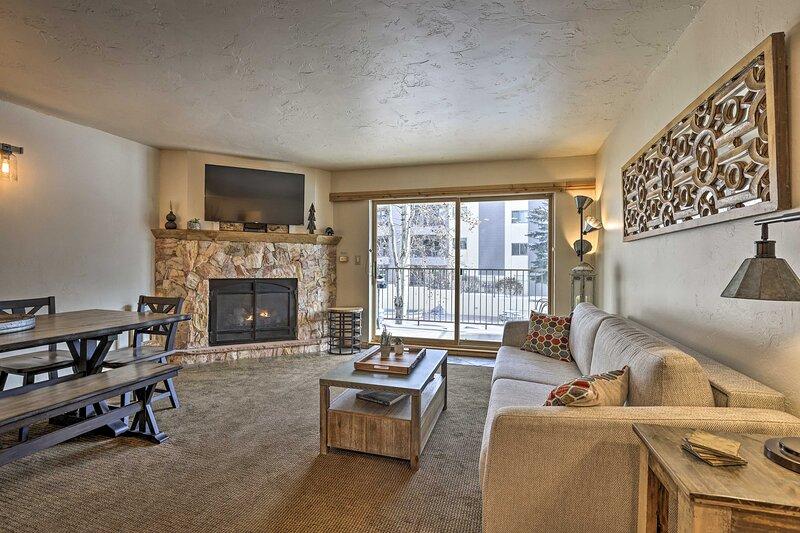 Living Room | Smart TV | Gas Fireplace