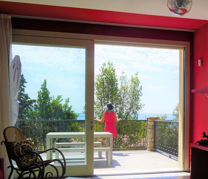 Trilocale Rebo - Rosso con Grande terrazza Vista Lago, vakantiewoning in Cecina