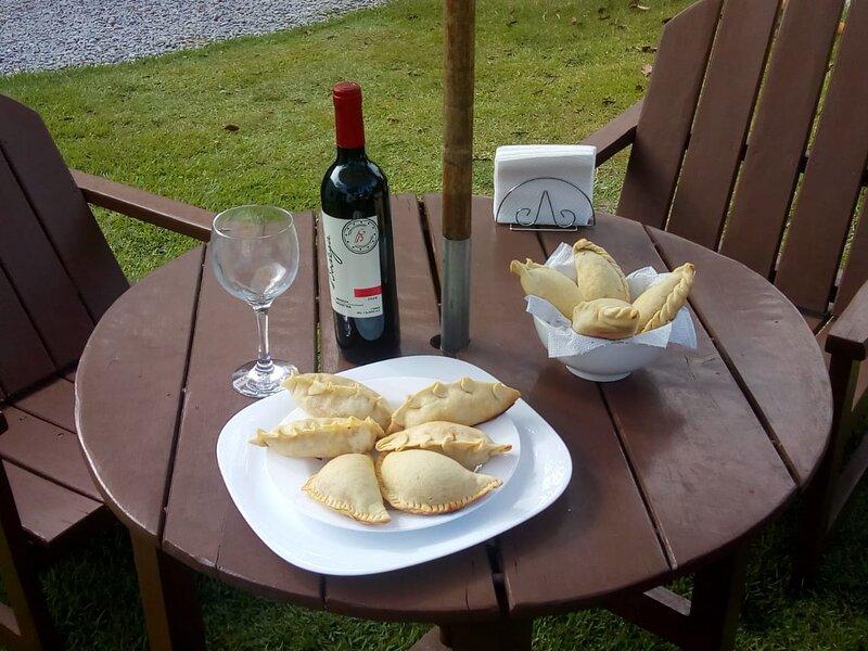 Empanadas argentinas e vinho argentino