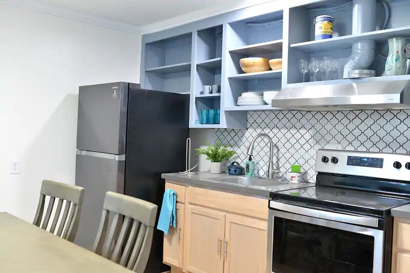 Newly Renovated 2 Bedroom Private Apartment Unit 1, vacation rental in Castro Valley