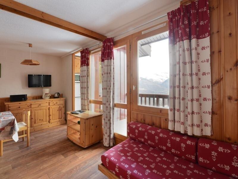 Appartement spacieux avec vue sur le Mont-Blanc, holiday rental in Montchavin