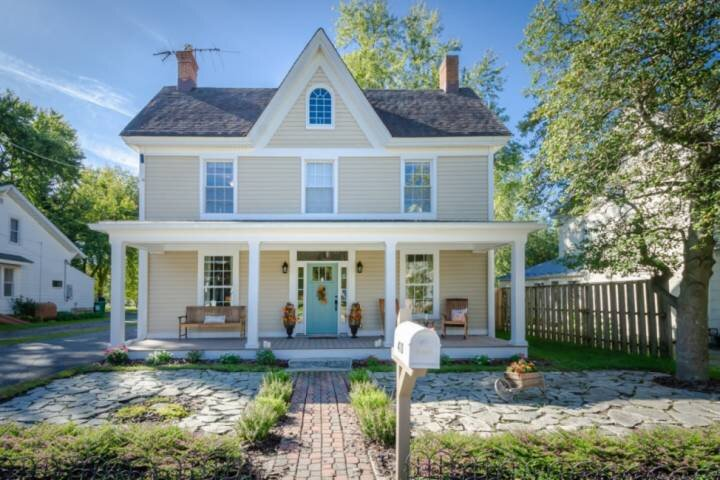 Newly Listed - Charming Farmhouse in the heart of Stevensville Historic Village, holiday rental in Centreville