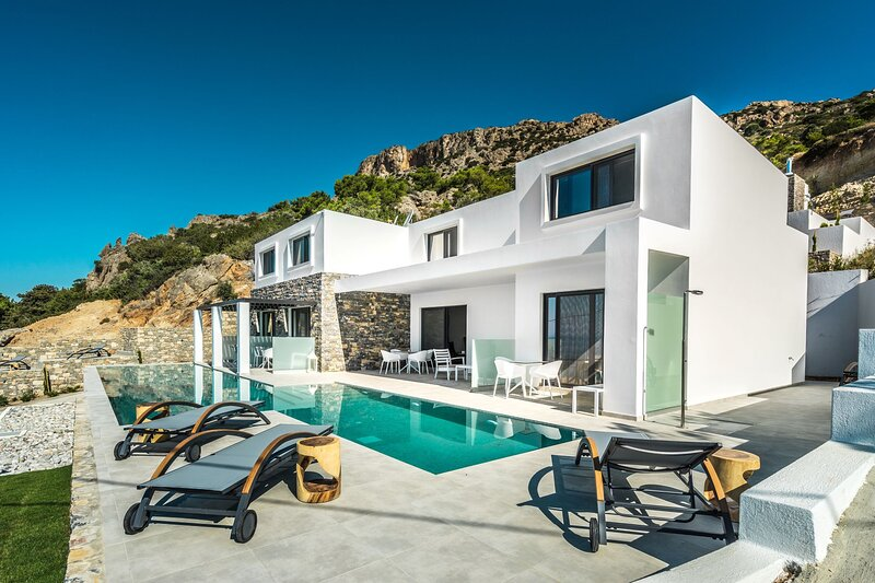 Villa Daniela Apartments with pool, wifi, seaview, casa vacanza a Ferma