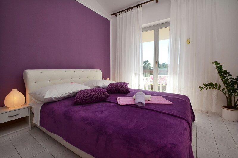 LaidBack Apartments - One Bedroom Apartment with Balcony and Sea View (Lavander), location de vacances à Orebic