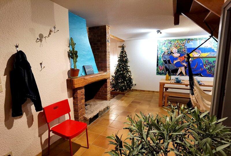 CHEZ INES - Un lieu de vie en Arbois - Gîte pour 8 personnes, holiday rental in Salins-les-Bains