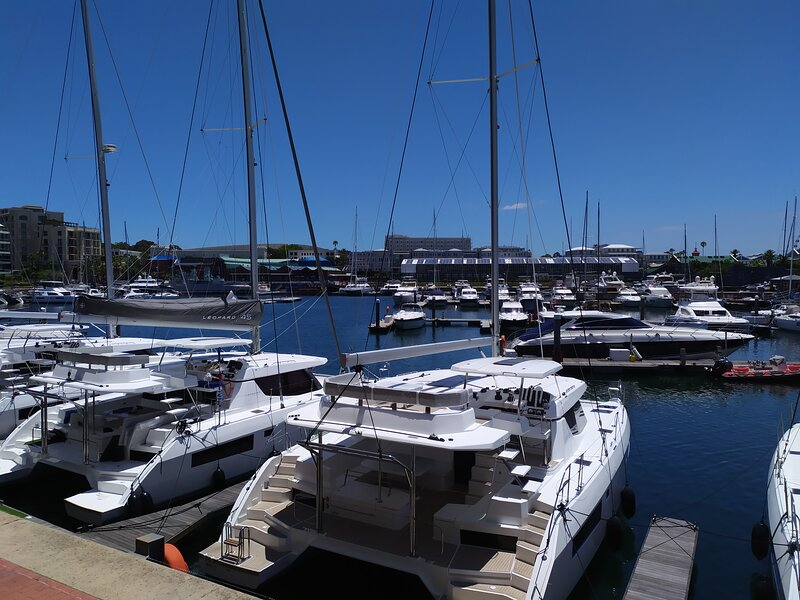 Va Waterfront Yacht Basin - 3 Bedrooms, holiday rental in De Waterkant