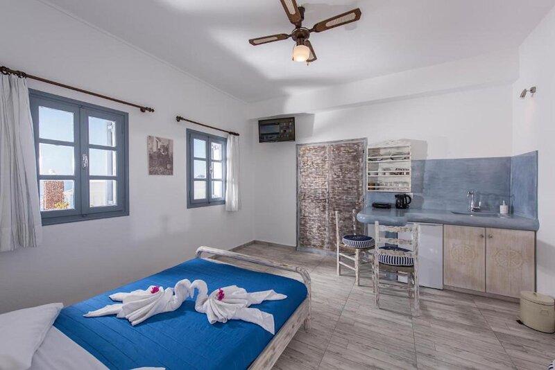 Triple Studio with Caldera View at  MaryLou John Villas, holiday rental in Tholos