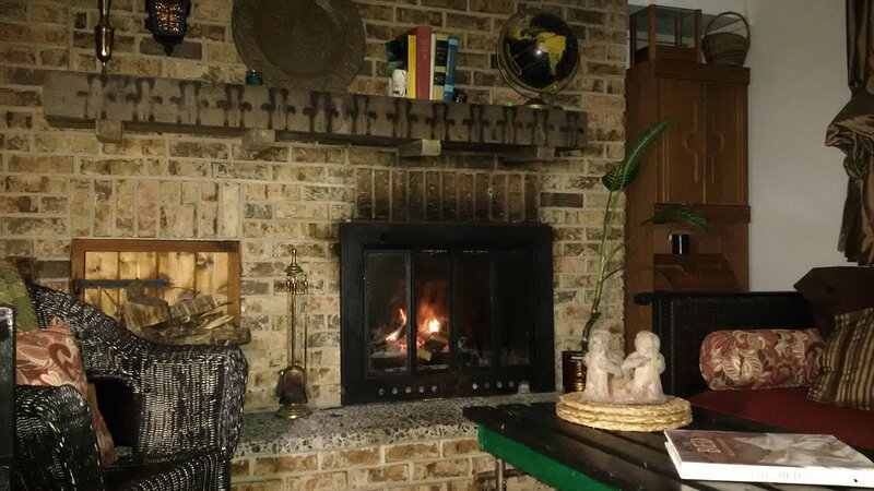 Comfy Apt. with fireplace in Historic Manotick near the river, holiday rental in Ottawa