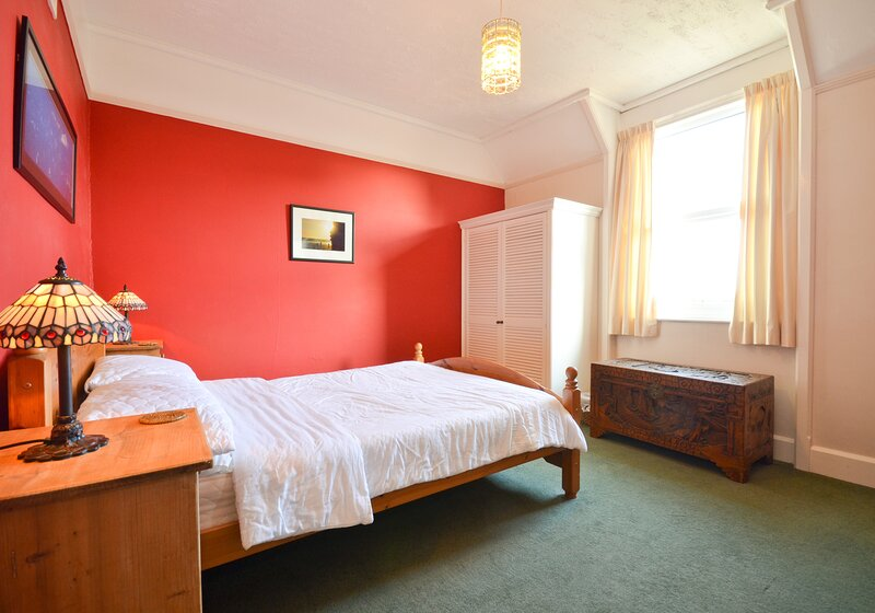 Bedroom 1 (Double) - Seaview - Wight Holiday Lettings