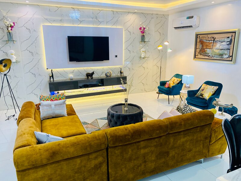 Shortlethomes - The Stephen's Luxury Apartment in Lekki, holiday rental in Lagos State
