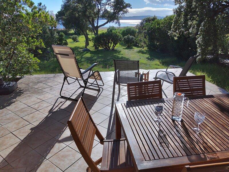 Villa Surleau bord de mer Corse Sud baie Pinarello, aluguéis de temporada em Córsega