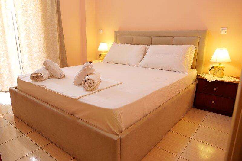 Charming 2-Bed Apartment in Sarandë, holiday rental in Gjirokaster