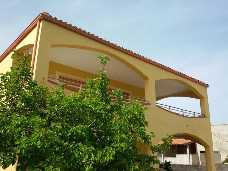 Appartamento Arco piano terra in villa vicino al mare, holiday rental in Fondo Morte