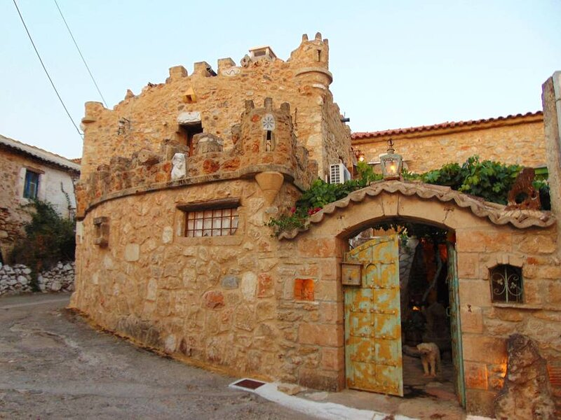 Castle Experience, close to the beach, location de vacances à Avia