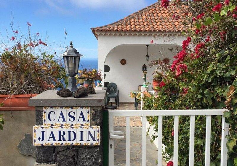 Apartamentos Finca Casa Jardin, holiday rental in Tijarafe