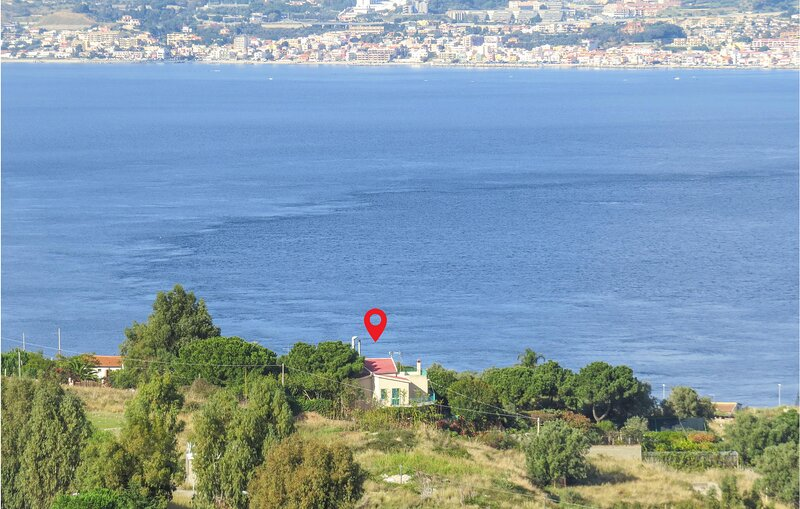 Nice home in Villa San Giovanni with WiFi and 4 Bedrooms (IKK542), vacation rental in Ganzirri