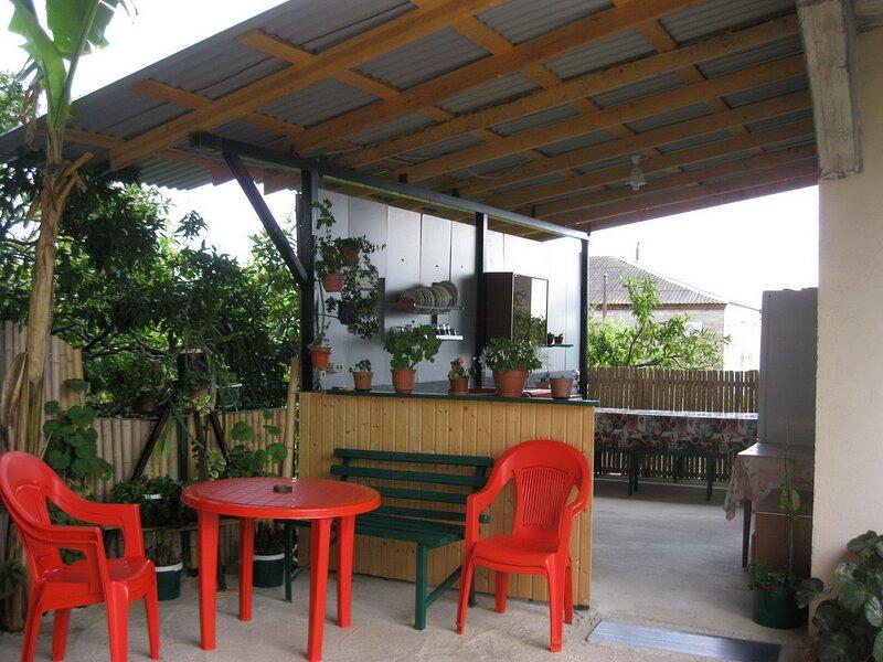 Уютные гостевые номера с отдельным входом в пригороде Нового Афона (Псырцха), vacation rental in Adler District