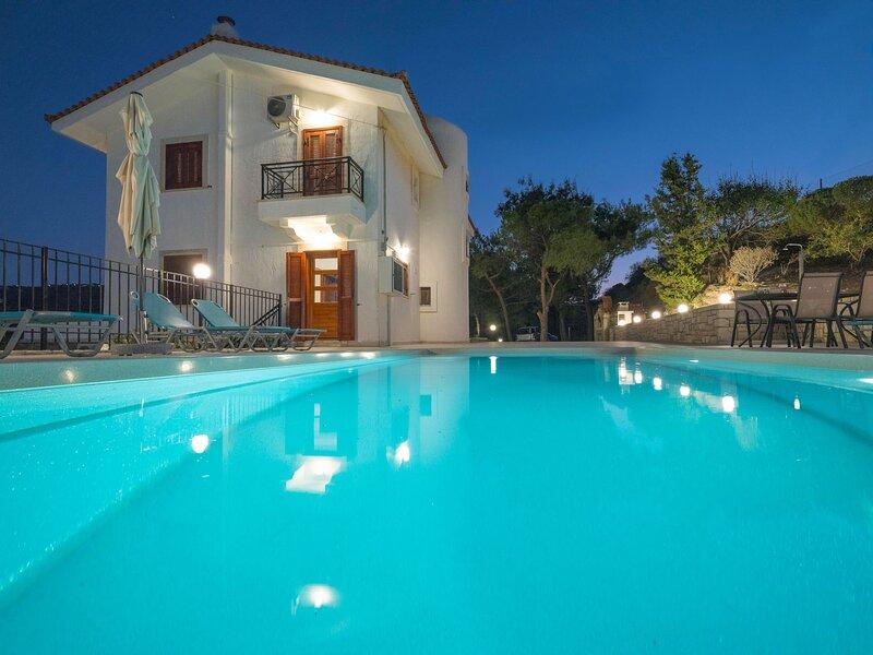 Aura Pine, holiday rental in Mononaftis