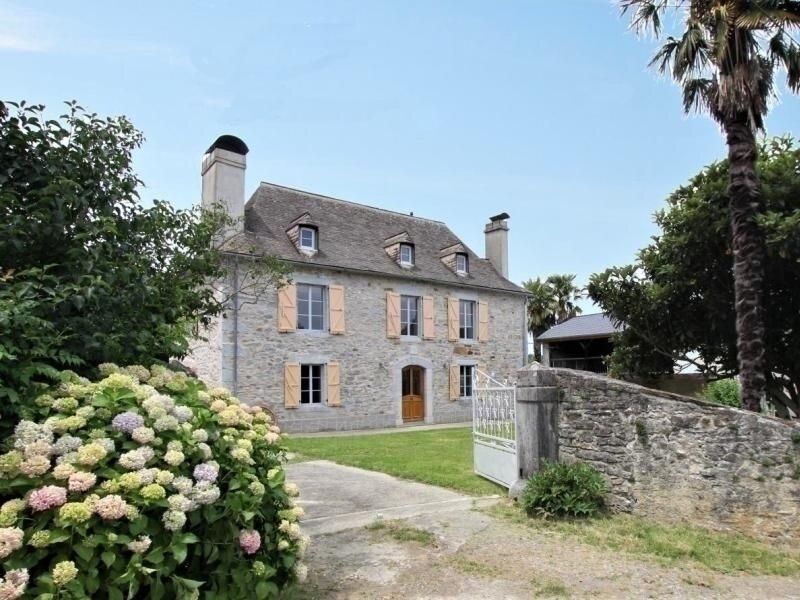 Chez Zézé, holiday rental in Haut-De-Bosdarros