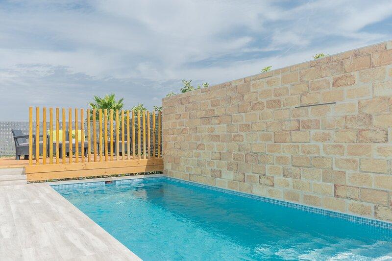 Cubo's Casa Lapiz, holiday rental in Gibralgalia