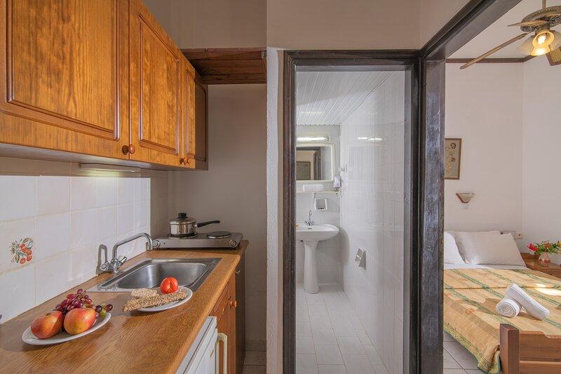 Cozy Apartment With Garden Or Pool View, casa vacanza a Koutouloufari