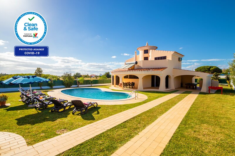 WONDERFUL VILLA W/ HEATABLE POOL, FREE WI-FI, A/C IN ALL BEDROOMS, BBQ..., holiday rental in Patroves