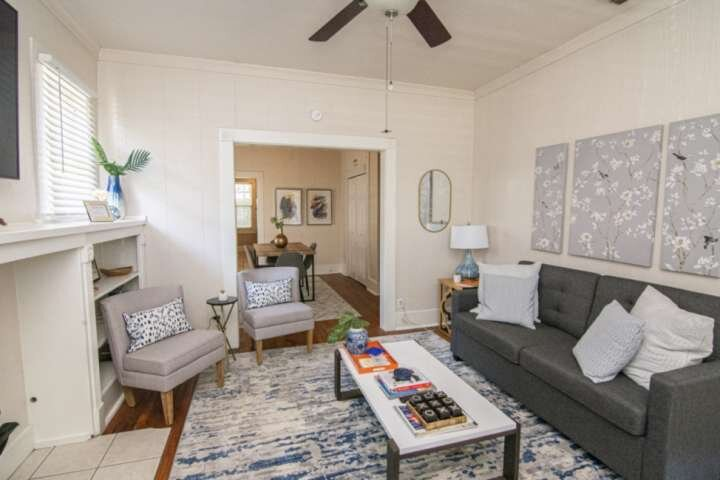 Pershing House - Monthly Rental, Pet Friendly, Centrally Located and Close To Al, casa vacanza a Burleson